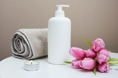 Naturalne kosmetyki, które sprawdzą się nie tylko w podróży
